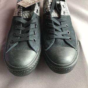 Converse Women Madison Sneakers